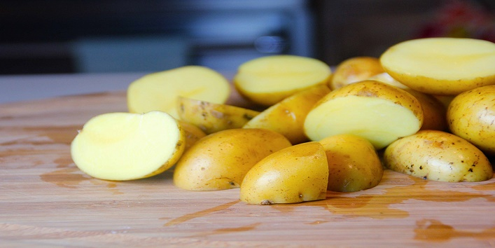 say-goodbye-to-wrinkles-with-potato-juice 2