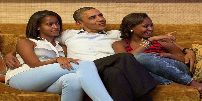 REFILE - REMOVING DISCLAIMER U.S. President Barack Obama and his daughters Malia (L) and Sasha, watch on television as first lady Michelle Obama takes the stage to deliver her speech at the Democratic National Convention, in the Treaty Room of the White House in Washington September 4, 2012. REUTERS/White House/Pete Souza/Handout (UNITED STATES - Tags: POLITICS ELECTIONS TPX IMAGES OF THE DAY) FOR EDITORIAL USE ONLY. NOT FOR SALE FOR MARKETING OR ADVERTISING CAMPAIGNS