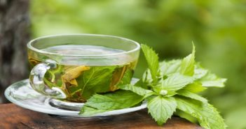 How to get beautiful and glowing skin using green tea
