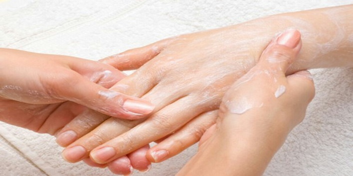 Try-this-beauty-routine-to-keep-dryness-at-bay-during-winter-2